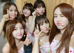 GFRIEND also shared two photos where they posed with British tenor Paul Potts.