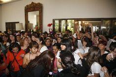 Todas estas lindas novias listas para entrar al  3 running of the bride. @specialty cleaners.mx