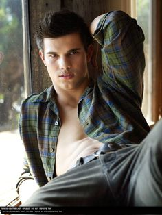 Taylor Lautner in Open Checker. is listed (or ranked) 6 on the list Hot Taylor Lautner Photos Twilight Jacob, Saga Twilight, Twilight Movie, Nikki Reed, Hot Actors, Actors & Actresses, Taylor Lautner Shirtless, Taylor Lautner Fat, Taylor Jacobs