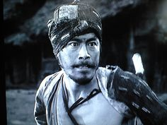 a comparison of the short story in a grove by ryunosuke akutagawa and the movie rashomon Pre-reading for rashomon: discuss the decline of the samurai during the edo period, especially the confucianism of the elite warriors vs the popular culture of the yoshiwara, and the numerous natural disasters of the period show the opening minutes of kurosawa's rashomon in order to give the students an idea of what the rasho gate may have looked like post-reading for in a grove 1.