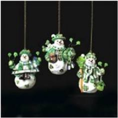 These snowmen are adorably Irish brimming with shamrocks and Irish Christmas cheer. Porcelain over resin. Irish Christmas Gifts, Christmas In Ireland, Christmas Time, Snowman Ornaments, Snowmen, Christmas Ornaments, Irish Eyes Are Smiling, Irish Cottage, Christmas Decorations