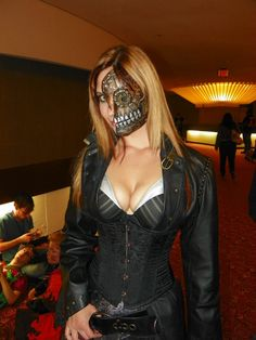 I've seen this woman before at the Motor City Comic Con and The World Steam Expo in 2010. I love her costume!