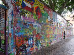 Fotografía: Eneida Martinez - Muro de John Lenon John Lenon, Mini, Painting, Art, Nocturne, Prague, Walks, Walls, Castles