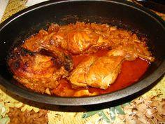 MORAVSKÝ KRÁLÍK               Menšího králíka necháme v celku, většího naporcujeme. Olej, víno a vodu smícháme, přidáme pepř, papriku, hořčici, kečup, nadrobno nakrájenou... Meat Recipes, Food Videos, Lamb, Curry, Pork, Food And Drink, Meals, Chicken, Cooking