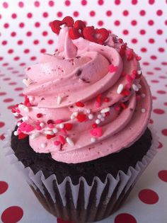 dark chocolate cake with fresh raspberry buttercream.  ohhhhhhhhhh