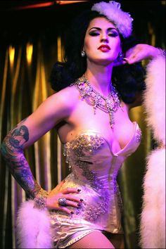 Ooh la la, what a gorgeous femme!