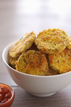 Almond Crusted Baked Zucchini Crisps | The Iron You #paleo #glutenfree