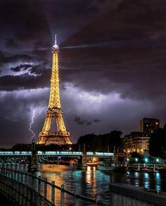 25 Superb Examples of Lightning