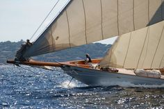 http://www.r-l-x.de/forum/showthread.php/104241-Voiles-de-St-Tropez-2010-Teil-3-Erster-Regatta-Tag-der-Klassiker-(Burner)
