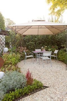 terrasse mit steinfliesen terrasse mit steinbelag. Black Bedroom Furniture Sets. Home Design Ideas