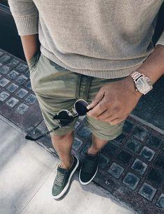 urban men style // sun glass // mens accessories // mens short // matches // mens fashion // City living // #MensFashionShorts