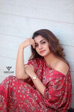 Photograph of Meera Nandan PHOTO  PHOTO GALLERY  | SUNMEDIAONLINE.COM  #EDUCRATSWEB 2018-11-30 sunmediaonline.com http://sunmediaonline.com/indiachronicle/feb12/ic_images/culture/voter01.jpg