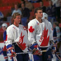Wayne Gretzky and Eric Lindros ah-amazing. They don't make them like these two any longer. I die! Flyers Hockey, Blackhawks Hockey, Hockey Goalie, Ice Hockey, Hockey Sport, Canada Cup, Eric Lindros, Hockey Boards, Hockey Pictures
