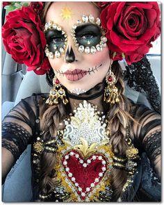 10 Stunning Makeup Ideas for Halloween Halloween Inspo, Halloween Makeup Looks, Halloween Make Up, Halloween Party, Halloween Costumes, Costume Catrina, Maquillage Sugar Skull, Day Of Dead Makeup, Sugar Skull Make Up