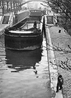 Canal Saint-Martin, Paris, ca. 1950. Photo, Izis Bidermanas