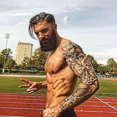 Here are 5 products that will help you grow out a fuller and healthier beard. Have a look at 5 Products To Enhance Beard Growth. Bart Tattoo, Sexy Bart, Great Beards, Poses References, Beard Growth, Beard Love, Perfect Beard, Inked Men