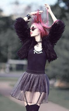 sheer tutu? yes yes yes. love this look. pink hair/tutu/round sunglasses.