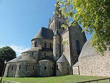 La basilique Notre-Dame d'Avesnières, à Laval, représentative du deuxième art roman.