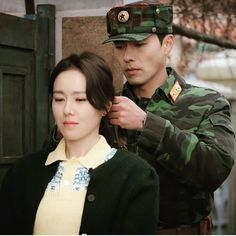 Hyun Bin and Son Ye Jin It is usually looked down by North Korean if a woman wores her hair down. Such symbolic but sweet gesture by Captain Ri Kdrama, Hyun Bin, Jung Hyun, Kim Jung, Korean Star, Korean Girl, Hyde Jekyll Me, Netflix, Korean Actors