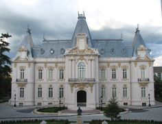 Muzeul de Arta Jean Mihail, Craiova, Romania Like & Share daca va place. Peles Castle, Council House, City Sky, Germany Castles, Royal Life, National Theatre, Beautiful Castles, French Chateau, Old Buildings