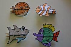DIY Manualitat infantil pinces peixos. Fem peixos mossegadors amb pinces de la roba, molt fàcil. També fem peixos imant (per la nevera, per exemple) per pinçar fotos o notes importants.