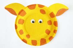 Giraffes are a funny and gangly wild animal that intrigues all young children. Add this delightful critter to your paper plate zoo collection. Paper Plate Crafts For Kids, Animal Crafts For Kids, Fun Crafts For Kids, Foam Crafts, Craft Stick Crafts, Craft Ideas, Fun Ideas, School Age Crafts, Paper Plate Animals