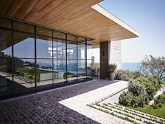 Malibu Residence, Malibu CA - Scott Mitchell Studio Malibu Mansion, Malibu Homes, Scott Mitchell, Interior Design Pictures, Studios Architecture, Nocturnal Animals, Inside Home, Studio Interior, Amazing Spaces