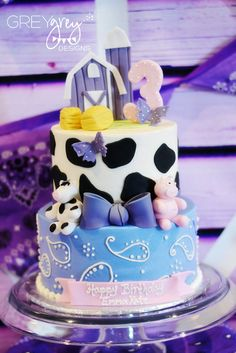 Love this awesome farm party cake!    See more party ideas at CatchMyParty.com!  #partyideas #farm