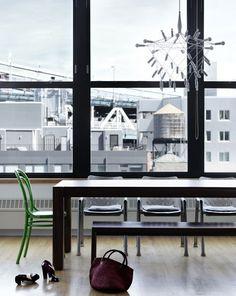 我們看到了。我們是生活@家。: 以白灰色為主,用綠色創造焦點,一個平靜舒適的家!