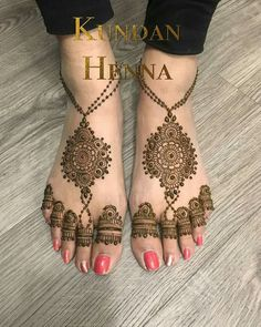 Are you looking for some gorgeous foot mehndi designs? Here we've enlisted some of the best foot mehndi designs for the bride-to-be Mehndi Designs Feet, Indian Mehndi Designs, Legs Mehndi Design, Henna Art Designs, Mehndi Designs 2018, Modern Mehndi Designs, Mehndi Design Pictures, Mehndi Designs For Girls, Mehndi Designs For Fingers