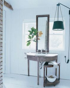 "Elle Decor: Darryl Carter ""The Peace Keeper"" Simon Upton, Photography via AJdesignLA Modern Rustic Decor, Modern Barn, Modern Colonial, Modern Country, Country Living, Glamorous Bathroom, Beautiful Bathrooms, Virginia Homes, Oak Table"