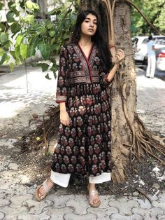 Pair it with narrow bottoms and there's your perfect work wear look. Pakistani Fashion Casual, Pakistani Dresses Casual, Indian Dresses, Indian Outfits, Ethnic Outfits, Pakistani Suits, Indian Clothes, Ethnic Fashion, Girl Fashion