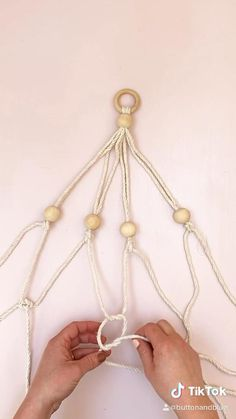 Really simple plant hanger video tutorial 🌱 Macrame Plant Hanger Patterns, Macrame Wall Hanging Diy, Macrame Art, Macrame Projects, Macrame Knots, Free Macrame Patterns, Macrame Design, Diy Home Crafts, Plant Holders