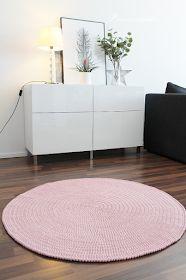 Prinsessajuttu: Virkattu matto OHJE (Novita Strömsö) Bench Seat Covers, Bed Covers, Bff Birthday Gift, Man Wallpaper, Crochet Home, Crochet Carpet, Crochet Videos, Drops Design, Ikea