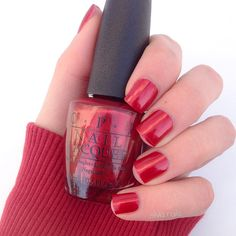 Smalto rosso OPI Ro-Man-ce on the Moon – Review e Swatch