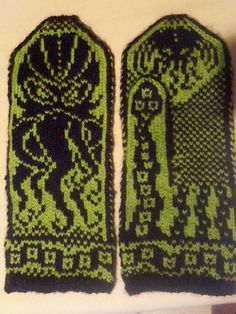 cthulhu knitting pattern (design, not mittens) Mittens Pattern, Knit Mittens, Pattern Design, Free Pattern, Spinning Yarn, Fingerless Mitts, Geek Crafts, Knit Or Crochet, Chrochet