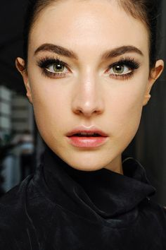 dewy skin nude lips groomed brows and enormous lashes at Atelier Versace Fall 2013 Couture show - March 17 2019 at Beauty Make-up, Beauty And Fashion, Beauty Hacks, Hair Beauty, Face Fashion, Makeup Tips, Eye Makeup, Hair Makeup, Makeup Brush