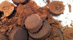 Check out this idea from Kathrin: Coffee grounds are full of valuable nutrients but most of the time they are just thrown away. Why not using them as fertilizer for the garden or plants on the balcony. Coffee grounds are a waste product, almost available for free.