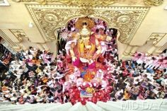 Preparing for the waters, the idol sets off thanks to devotees, some bidding a tearful farewell. Pic/Atul Kamble #indipin