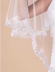 One-tier Fingertip Wedding Veil With Lace Applique Edge - USD $ 14.99