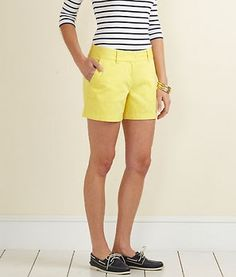 Love the yellow shorts!