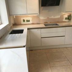 Bianco De Lusso - Walthamstow, London - Rock and Co Granite Ltd Handleless Kitchen, Granite Colors, Corner Desk, Colours, London, Furniture, Home Decor, Corner Table, Decoration Home