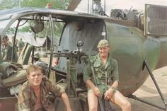 """Rhodesian crew of an """"Alouette III"""" and members of RLI. Military Life, Military History, Military Photos, Anglo Saxon, Special Forces, Vietnam War, Cold War, Warfare, South Africa"""