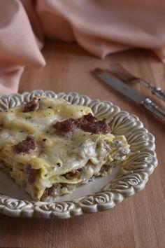 Lasagne con salsiccia, funghi e tartufo | Lasagne con salsiccia Pancetta, Pasta, Terra, Carne, Macaroni And Cheese, Ethnic Recipes, Food, Italia, Lasagna