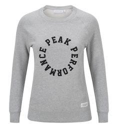 Sweatshirt i lätt bomullskvalitet med rund halsringning. Den passar perfekt för mildare temperaturer tack vare den lätta, tunna bomullskvaliteten. Enkel design med ribbade kanter och klassisk Peak Performance-logotyp fram gör att den passar till de flesta tillfällen.