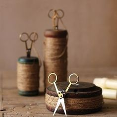 These Vintage Wooden Spools, Set of have twine and vintage inspired scissors. For more vintage wooden spools visit Antique Farmhouse! Urban Farmhouse Designs, Vintage Sewing Notions, Wooden Spools, Wooden Spool Crafts, Thread Spools, Thread Art, Antique Farmhouse, Jute Twine, Sewing Tools