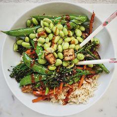 A green: broccolini. A grain: brown rice. A bean: baked tofu. And a sauce: Sriracha! ⚡️