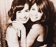 Shared by Most girls♫. Find images and videos about selena, demi and gomez on We Heart It - the app to get lost in what you love. Selena Selena, Selena Gomez, Bieber Selena, Alex Russo, Nick Jonas Smile, Joe Jonas, Celebrity Crush, Celebrity Photos, Friends Like Sisters