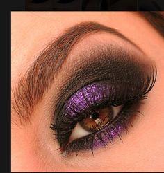 Gorgeous purple smoky eye makeup!