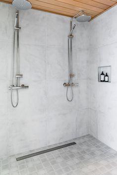 Hartman Koti Ruutu. Seinässä Res-Cover chalk K60x60, lattiassa Factory white himmeä 10x10. #pukkilalaatat #pukkila